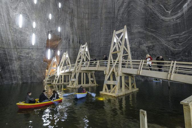 A tordai sóbánya Terézia tárnája, ahol csónakázni is lehet. MTI Fotó: Czeglédi Zsolt