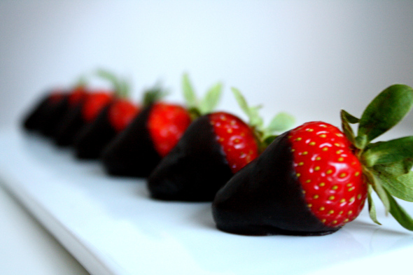 Fekete csokoládé eperrel, a mennyei, egészséges csemege!